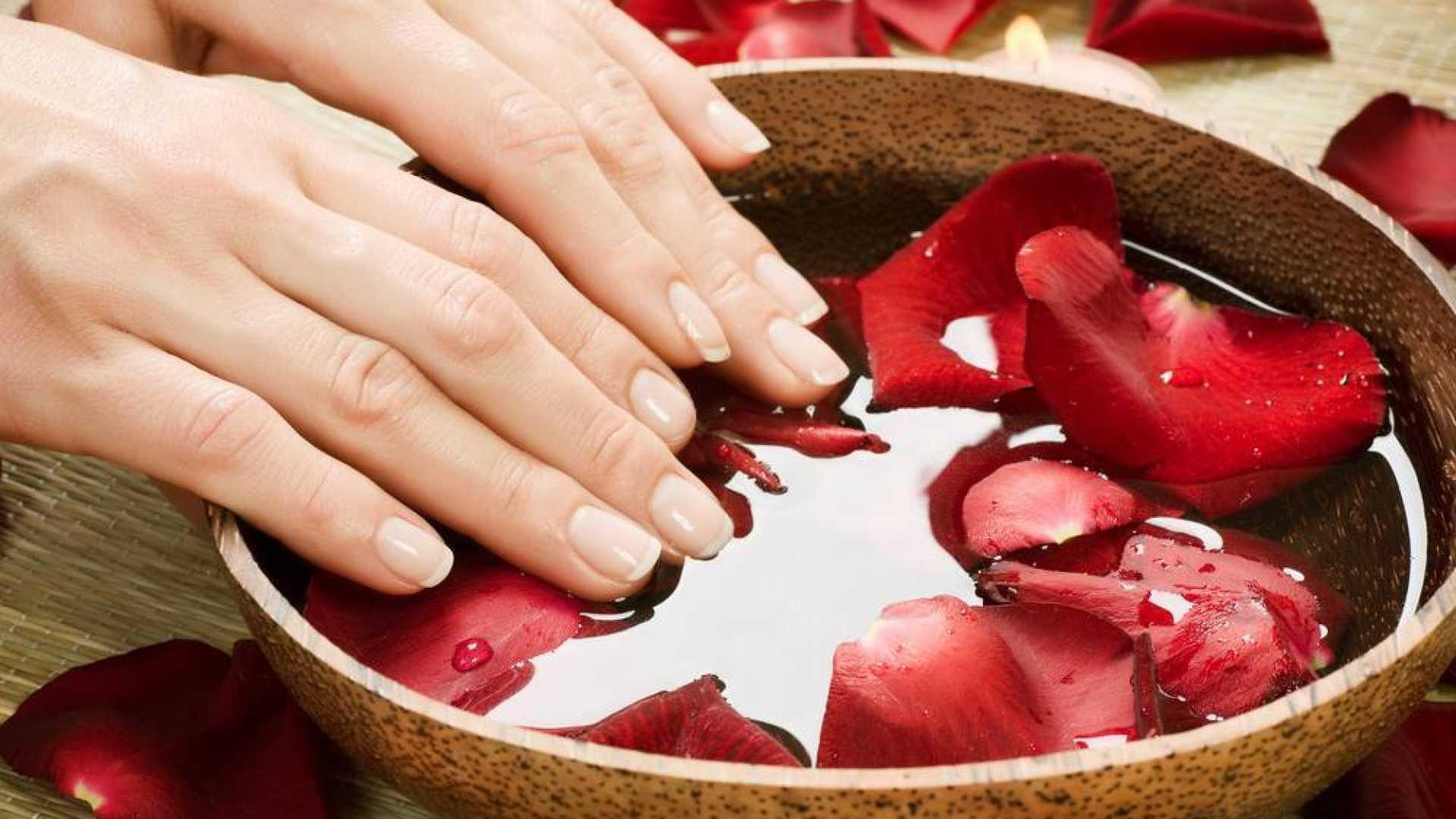 A kollagén por segít az egészséges és gondozott körmök megőrzésében  <br>A kollagén is építi a körmöket, de egy kis rózsavizes mosás sem árthat